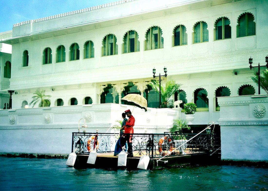 lake-palace-udaipur-greeting