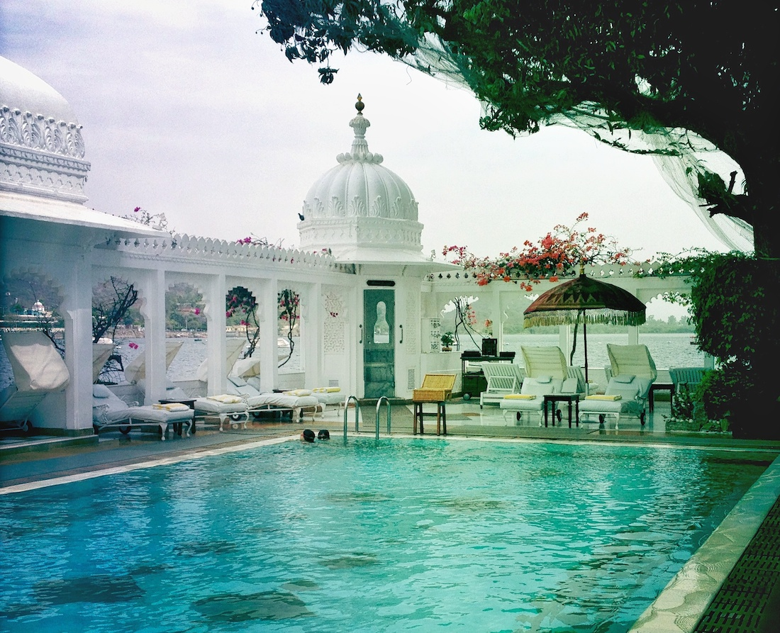 lake-palace-udaipur-pool