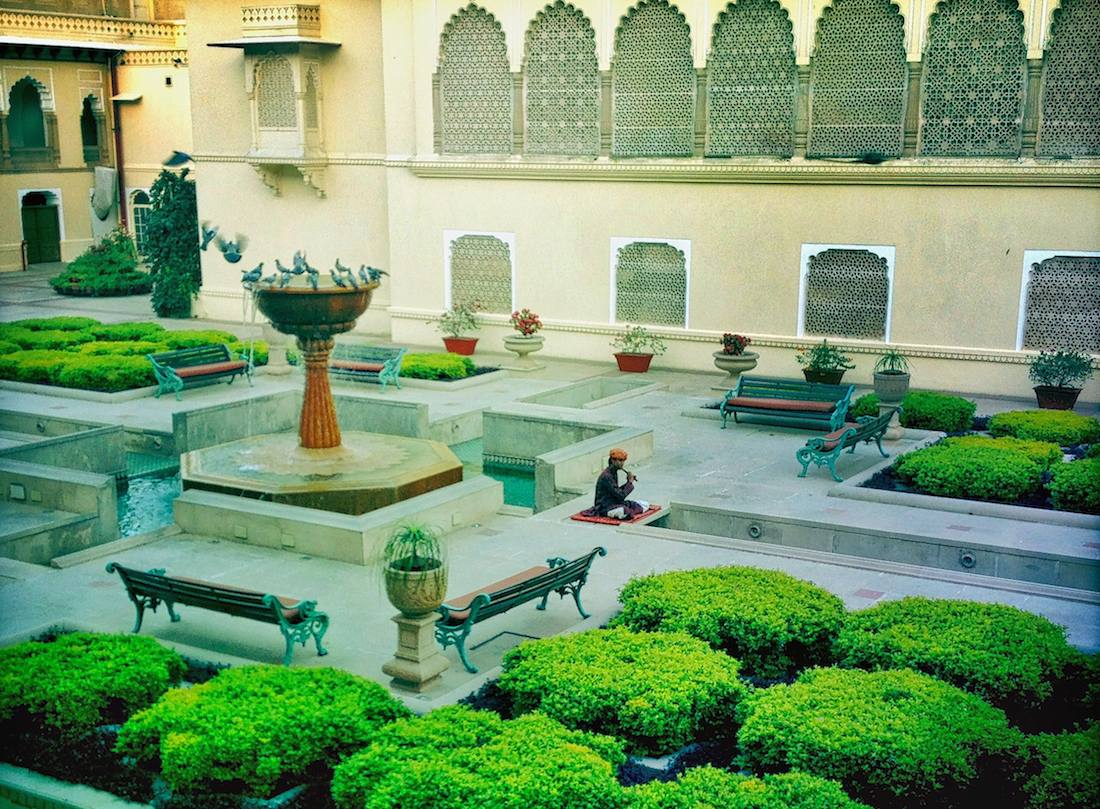 rambagh palace internal courtyard