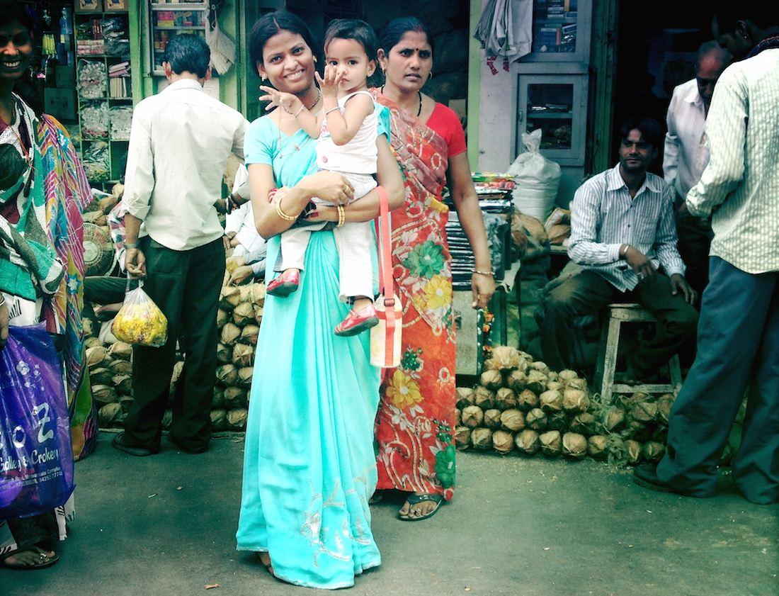 lady-with-baby-udaipur-market