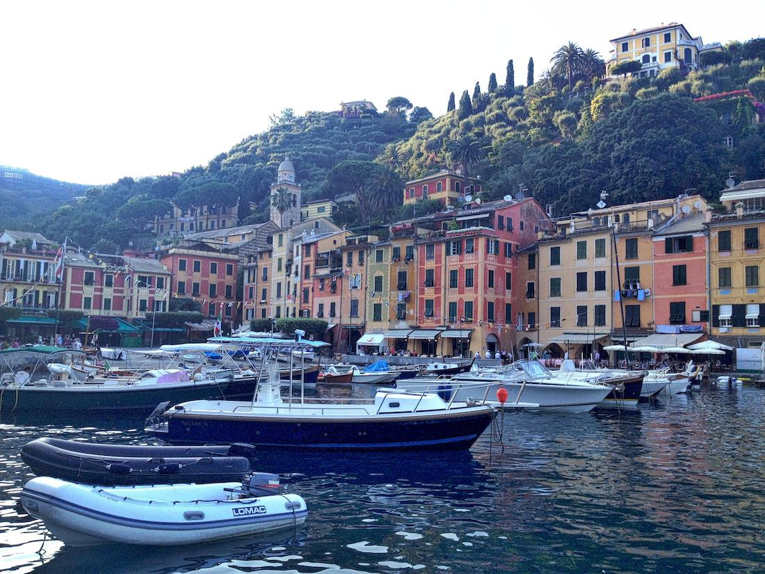 portofino-boats-red-building