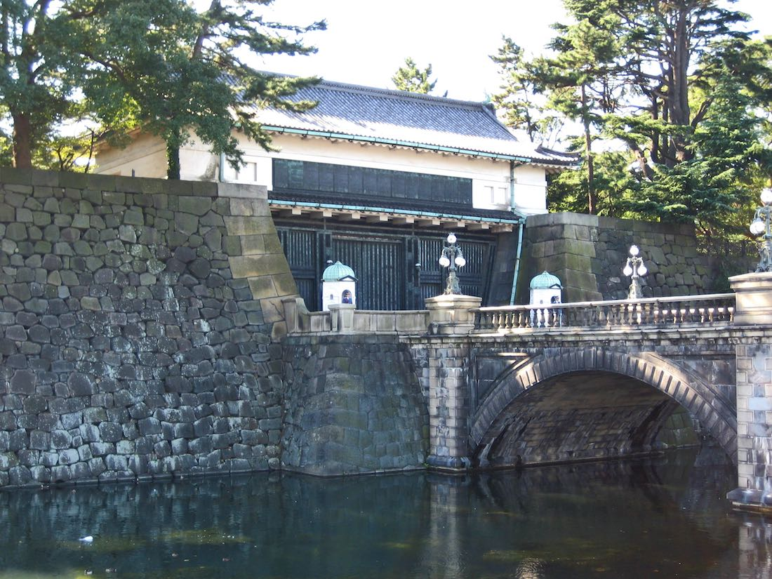 imperial-palace-tokyo-gate