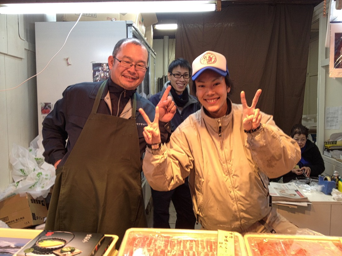 tsukiji-market-happy-vendors