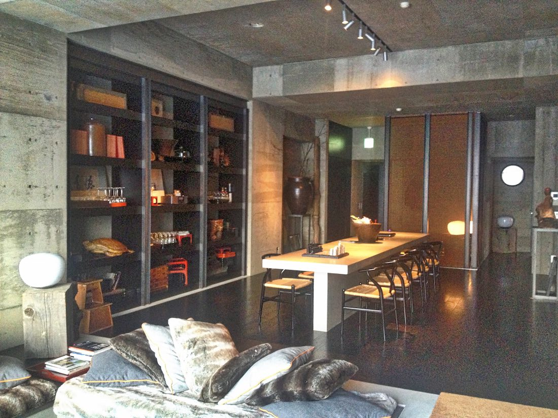 subioku-dining-lounge-bookshelves